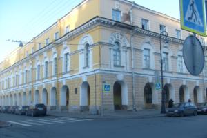 Студенты института истории СПбГУ сообщили о сокращениях преподавателей. Его директор опроверг эту информацию