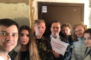 «Мы двое суток не уходили от избиркома». Петербуржцы не могут подать документы для участия в выборах, кандидатов задерживает полиция. Что происходит?