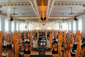 На Васильевском острове в особняке XIX века открылась студия йоги и балета Hot Yoga 36
