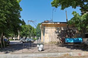 В Кронштадте появилась инсталляция в виде гигантской авоськи. Она посвящена проблеме загрязнения окружающей среды