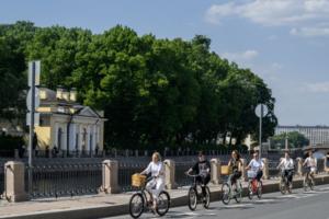 В Петербурге запустили проект «Искусство на колесах» с велопрогулками по галереям современного искусства