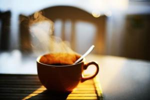 Кафе и рестораны Петербурга будут продавать кофе в поддержку бездомных. Деньги отдадут «Ночлежке»