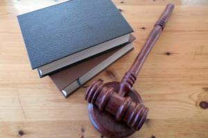 Суд присяжных посчитал заслуживающим снисхождения водителя фургона, наехавшего на людей в Ломоносове