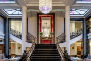 Сколько стоили самые дорогие номера в отелях Петербурга, которые предлагали на время ПМЭФ? Отвечает Aviasales