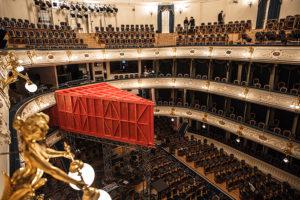 Внутри БДТ построили Фанерный театр — с собственной сценой, гардеробом и зрительным залом. Как устроен проект и что там происходит