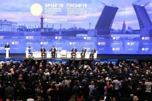 Как петербуржцы злятся из-за ПМЭФ: жалуются на пробки, борются с громкими концертами и высмеивают тезисы форума