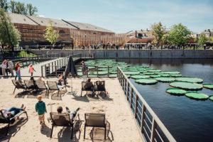 Шесть новых пространств для отдыха на свежем воздухе в Петербурге. Пляж у залива, крыша с йогой и сад с лекциями о культуре