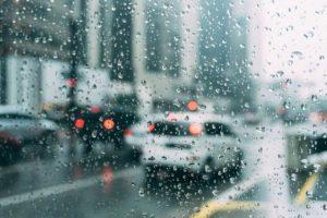В Петербурге резко похолодало — так будет до конца лета? Отвечает главный синоптик города