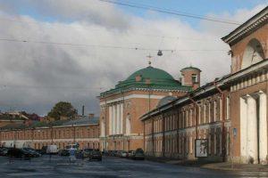Власти Петербурга почти 10 лет не могут решить, что делать с Конюшенным ведомством. Что известно о будущем исторического здания