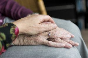 Как болезнь Паркинсона вредит мозгу, почему сейчас ее не вылечить и что делать для профилактики? Рассказывает исследовательница заболевания