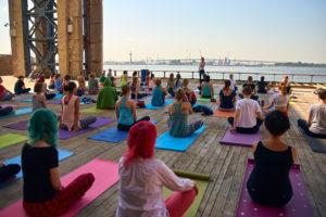 Где в Петербурге заняться спортом на свежем воздухе? Петанк, пилатес на газоне и бесплатные забеги