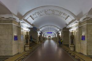 Суд арестовал обвиняемого в нападении с ножом на пассажиров петербургского метро. Они якобы не ответили на вопрос «Вы выходите?»