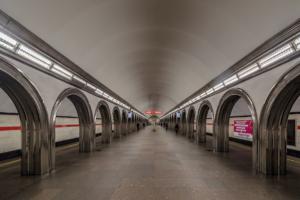 Станцию «Академическая» открыли после почти годового ремонта с неработающим эскалатором. Это сделали, чтобы не задерживать сроки