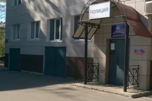 На петербургских полицейских завели уголовное дело о пытках подростка резиновой палкой, сообщил адвокат