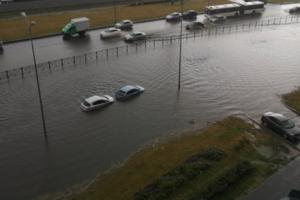 «Ливень, гроза, град — класс»: как петербуржцы встретили сильный дождь, после которого затопило ЗСД и подземные переходы