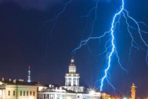 В понедельник в Петербурге потеплеет, но обещают грозы. И туман ночью