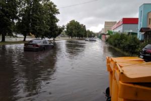 «На этих адресах нет ливневой канализации»: в Смольном прокомментировали потоп на севере Петербурга