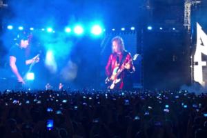 Metallica исполнила «Группу крови» на концерте в Москве. На русском языке!