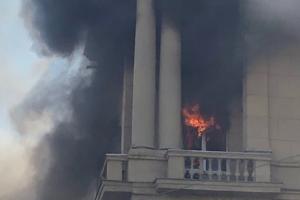 На проспекте Стачек произошел пожар в здании, сообщают очевидцы