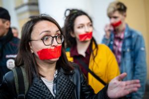 Что известно об убийстве петербургской активистки Елены Григорьевой. После каминг-аута женщине угрожали, а ее имя попало в список гомофобного проекта