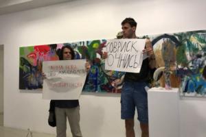 В галерею «Анна Нова» пришли активисты, протестующие против застройки Муринского парка