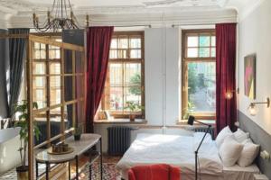 Петербуржцы отреставрировали коммунальную квартиру в доходном доме в центре города. Теперь это апартаменты, которые можно арендовать