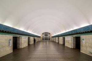 На станции «Василеостровская» мужчине зажевало руку на эскалаторе. Его увезли на скорой
