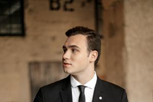 «Это такая же профессия, как и остальные». Участник VK Fest Николай Соболев — о трендах блогинга, популярности видеоинтервью и негативных комментариях