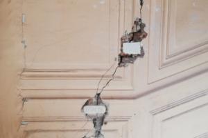 На стенах дома XIX века на улице Восстания образовались трещины, сообщают очевидцы