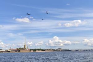 В Петербурге прошла репетиция парада ко Дню ВМФ. 11 фото и видео с морской авиацией, кораблями и разведенными мостами