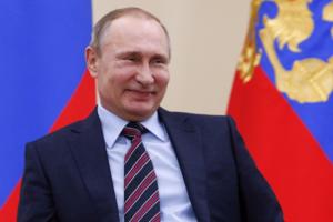 Путин внес в Конституцию поправки о Боге и браке как союзе мужчины и женщины