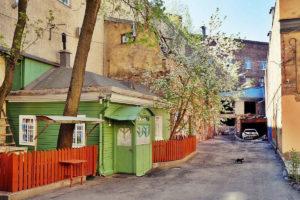 Шесть двориков в центре Петербурга, где можно отдохнуть в саду с фонтаном и позавтракать в секретном кафе