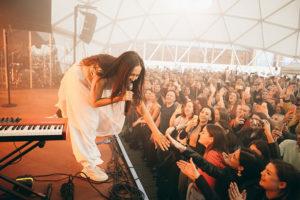 Roof Fest уже 7 лет устраивает концерты на петербургских крышах. История проекта — от первого выступления до сотрудничества с Billy's Band и Гребенщиковым