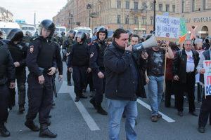 В соцсетях и «пригожинских» СМИ организаторов митинга за честные выборы обвиняют в подкупе участников. Что об этом известно и что отвечают активисты