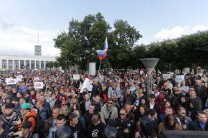 На митинг за свободные выборы в Петербурге пришли 2,5 тысячи человек. Как проходила акция на площади Ленина