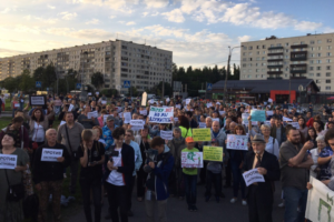 В Муринском парке прошел митинг против застройки территории. На акцию вышли 500 человек, говорят организаторы