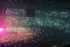 Как 12 тысяч человек слушали 17-летнюю Билли Айлиш в Петербурге. Очередь на концерт выстраивалась за сутки! 🎤🔥
