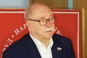 Владимир Бортко снимает кандидатуру с выборов губернатора Петербурга, сообщает телеканал «Санкт-Петербург»