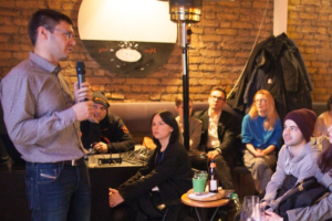 Мы проводим Science Bar Hopping в Москве! В 20 барах — 40 лекций: от астронома Владимира Сурдина до автора канала «Намочи манту» Дарьи Саркисян