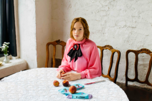 Петербургский бренд выпустил носки совместно с Третьяковской галереей. Посмотрите, как воссоздали «Девочку с персиками» и «Купание  красного коня»