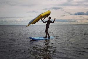 Петербуржец впервые проплыл на сапсерфе с парусом-крылом от Кронштадта до Петербурга. Как он это сделал и почему не попал в «Книгу рекордов России»