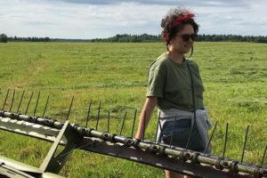 Петербурженка Надежда Артес хочет возродить в Ленобласти ягодное производство. Как она переехала в деревню и зачем проводит там лекции
