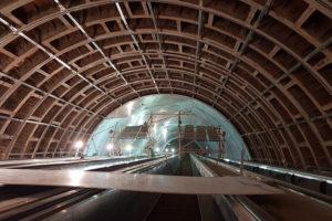 Новые станции Фрунзенского радиуса планировали открыть 1 сентября, но сроки снова могут сдвинуть. Что известно о строительстве станций, которое не могут закончить несколько лет