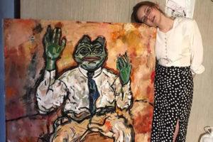 Как петербургская художница создает копии полотен Вермеера и да Винчи с лягушонком Пепе. О ней пишут на Reddit, а работы стоят по несколько тысяч долларов