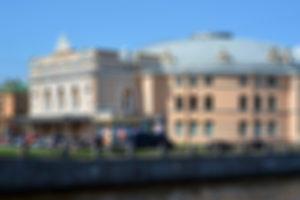 Найдете ли вы дорогу в Петербурге, если плохо видите? Пройдите тест с размытыми фотографиями и попробуйте не запутаться в улицах, зданиях и станциях метро