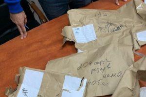 Большинство бюллетеней из ИКМО «Озеро Долгое» не опломбированы, пишет «Фонтанка». Это может подтвердить их вскрытие, но Горизбирком заявил об абсолютно правильной упаковке