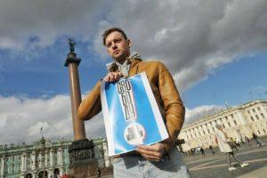 В Москве и Петербурге десятки актеров вышли в одиночные пикеты в поддержку Павла Устинова и других фигурантов «московского дела»