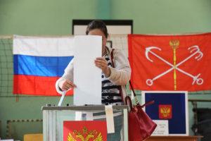 Спустя двое суток результаты муниципальных выборов в Петербурге неизвестны. Комиссии медлят и пересчитывают голоса, а оппозиция сообщает о фальсификациях