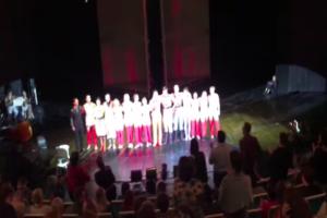 «Это приговор не только для тех ребят, это приговор для нас»: в ТЮЗе во время спектакля актеры потребовали освободить фигурантов «московского дела»