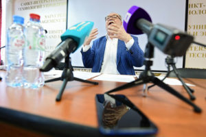Какие скандалы произошли в Петербурге перед выборами? Фейковые страницы кандидатов, нападения у избиркомов и обвинения в подкупе на митингах